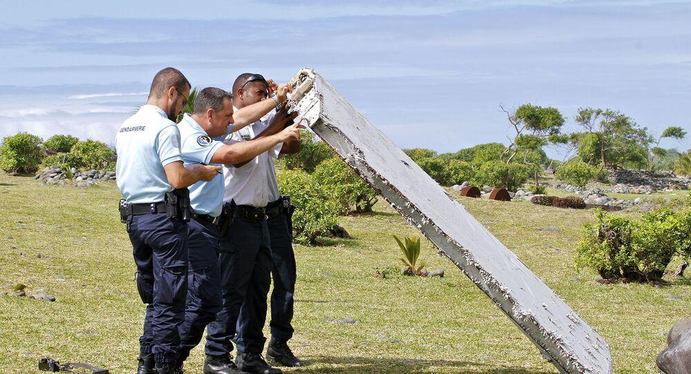 Pedaço da asa do Boeing 777 da Malaysia Airlines encontrado na ilha Reunião.