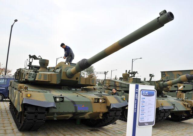 O tanque de guerra da Coreia do Sul K2 é exibido durante a Exibição Internacional de Defesa Área de Seul. 28 de outubro de 2013