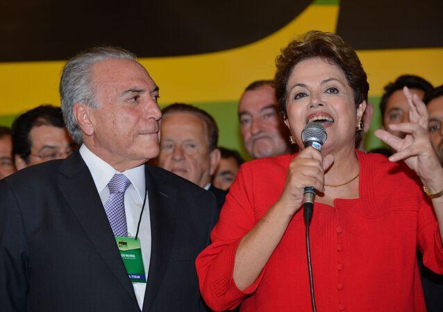 A presidenta do Brasil, Dilma Rousseff, ao lado do seu vice, Michel Temer