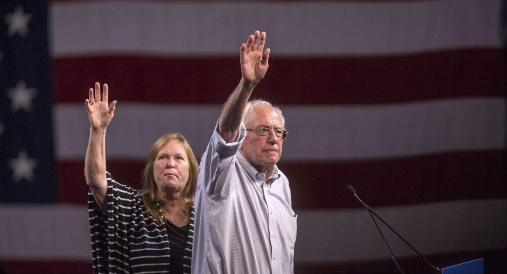 Bernie Sanders, candidato à presidência dos EUA, com sua esposa, Jane