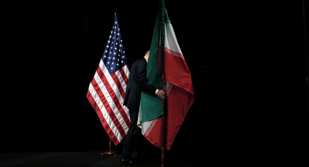 As bandeiras nacionais dos EUA e do Irã