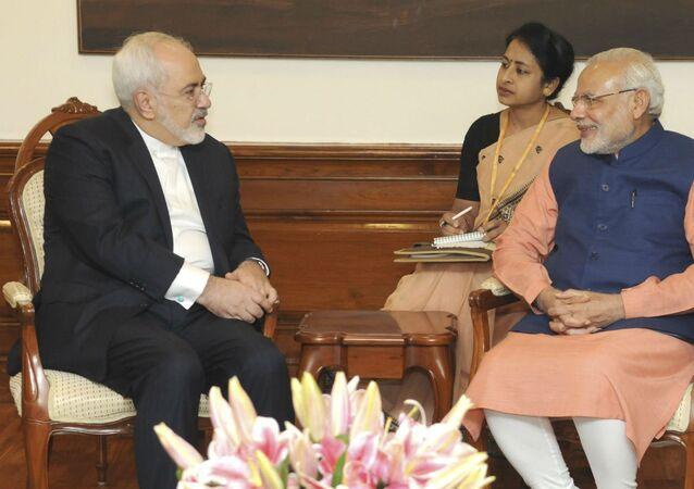 Mohammad Javad Zarif e Narendra Modi, respectivamente, chanceler do Irã e premiê da Índia.