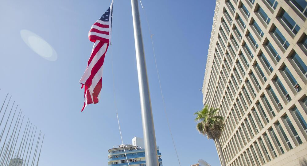 Cerimônia de hasteamento da bandeira dos Estados Unidos em Havana, nesta sexta-feira, 14 de agosto de 2015