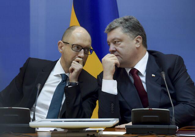 Pyotr Poroshenko, presidente da Ucrânia (direita), e Arseniy Yatsenyuk (primeiro-ministro)