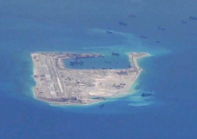 China constrói ilhas artificiais no arquipélago Spratly