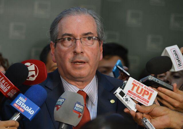 O presidente da Câmara, Eduardo Cunha, fala à imprensa no Congresso Nacional, sobre o encontro com a presidenta Dilma Rousseff no Palácio do Planalto.