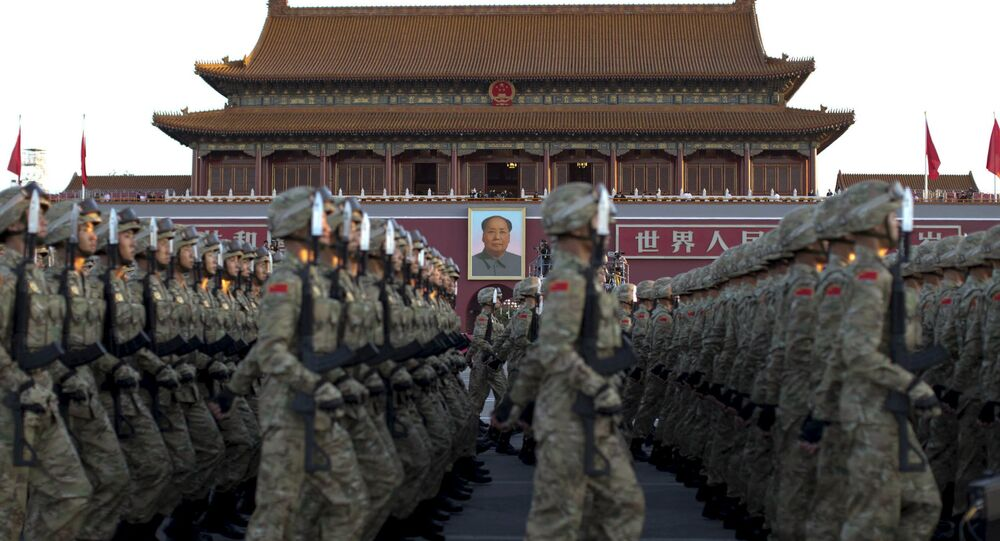Soldados do Exército de Libertação Popular desfilando em Pequim (arquivo)