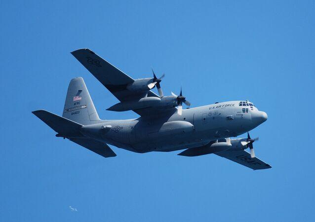 Avião de transporte da Força Aérea norte-americana C-130 Hercules