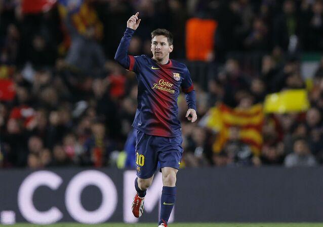 O Barcelona, do craque Messi, está apoiando os refugiados na Europa.