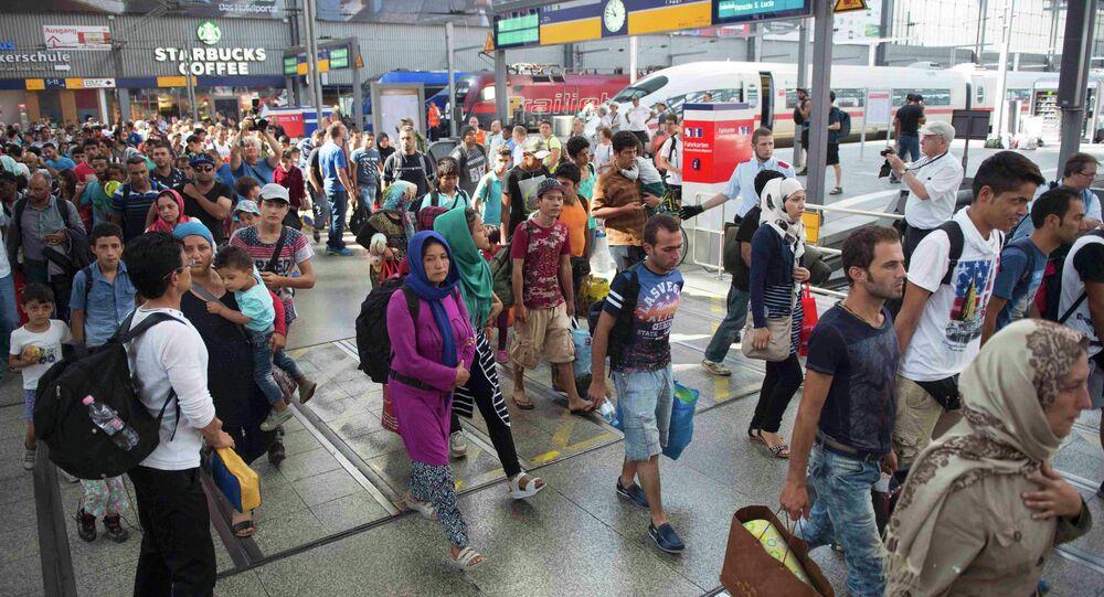 Refugiados e imigrantes na estação ferroviária de Munique, Alemanha, 1 de Setembro de 2015