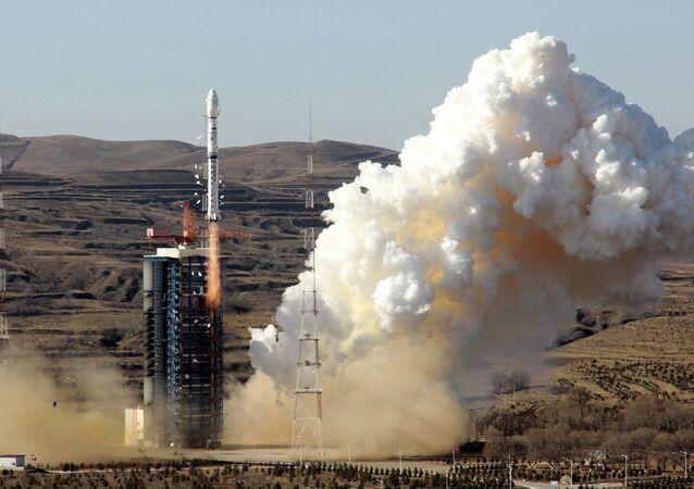 Foguete Longa Marcha 4B com um satélite no Centro de Lançamento de Satélite de Jiuquan