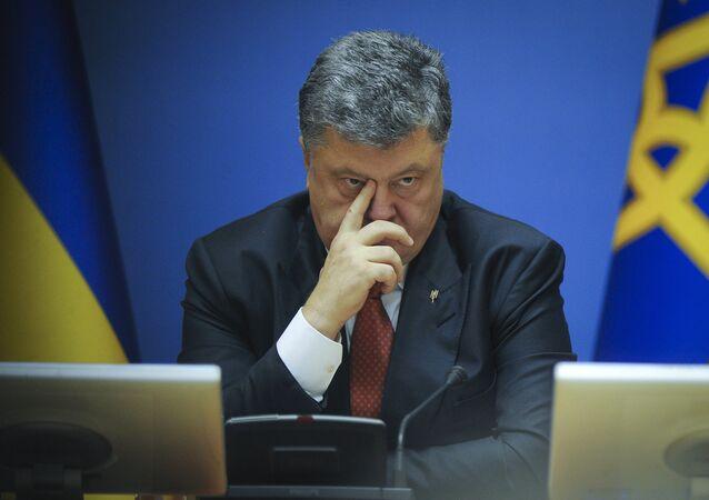 Pyotr Poroshenko, presidente da Ucrânia, em reunião de gabinete em Kiev
