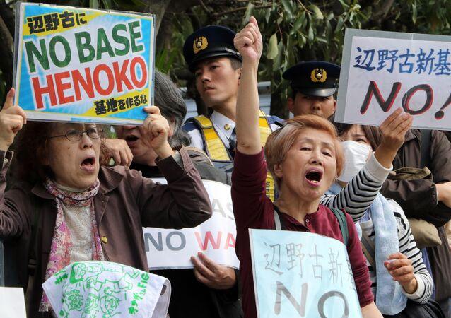Manifestações contra a base aérea militar dos EUA em Okinawa, Japão