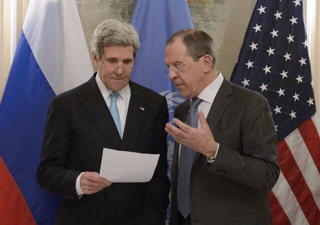 Secretário de Estado dos EUA, John Kerry, e o ministro das Relações Exteriores da Rússia, Sergei Lavrov