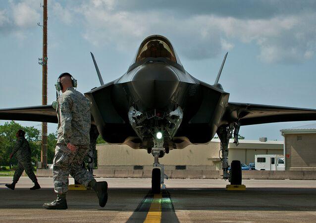 Caça americano F-35 (centésimo voo)
