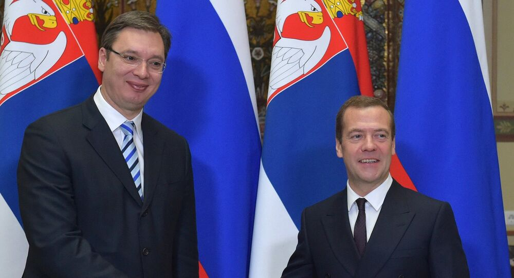 Primeiros-ministros da Rússia e da Sérvia, Dmitry Medvedev e Aleksandar Vucic, respetivamente