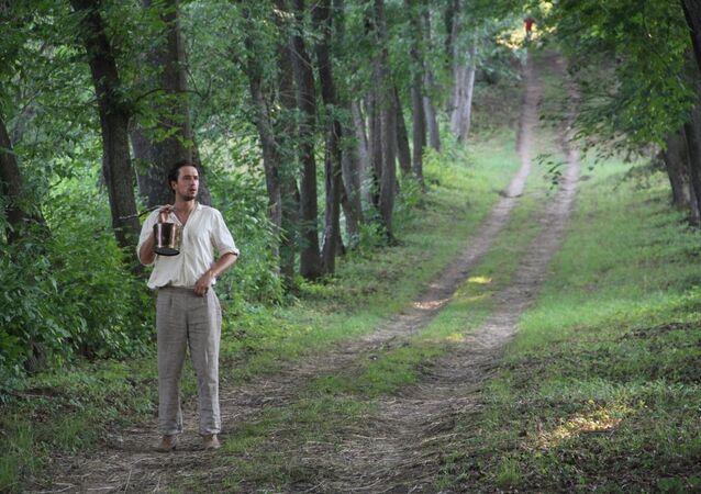 O jovem Anton Tchekhov, em cena do filme Irmãos Tchekhov