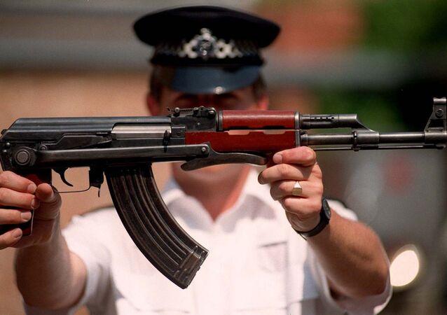 O lendário fuzil de assalto russo AK-47, produzido pelo Consórcio Kalashnikov