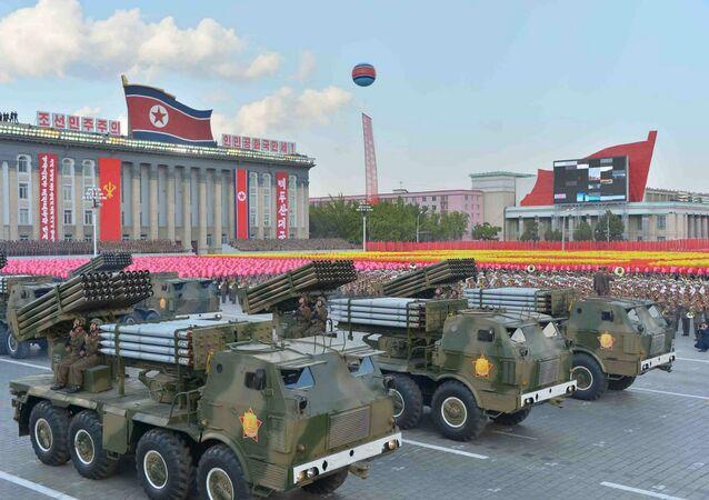 Parada militar em Pyongyang