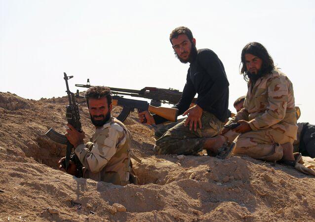 Militantes rebeldes da oposição síria