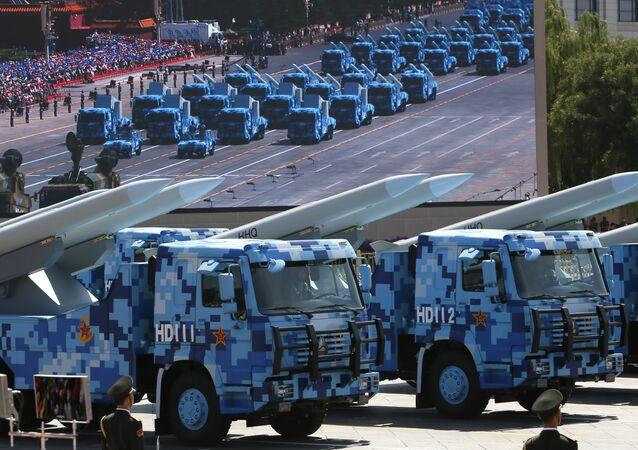 Mísseis de defesa aérea chineses HHQ em Pequim, 3 de setembro de 2015