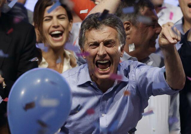 Maurício Macri comemora a vitória nas eleições presidenciais argentinas.