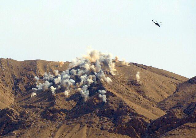 Helicópteros russos Mi-24p atacam posições terroristas perto de Palmira