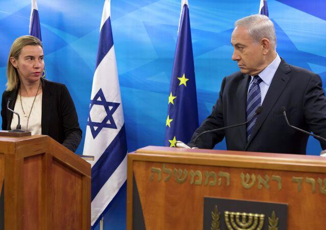 Chefe de política externa da UE, Federica Mogherini, e primeiro-ministro de Israel, Benjamin Netanyahu