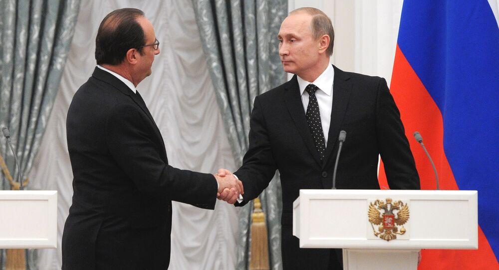 Presidente da Rússia Vladimir Putin e o Presidente da França François Hollande na entrevista coletiva no Kremlin