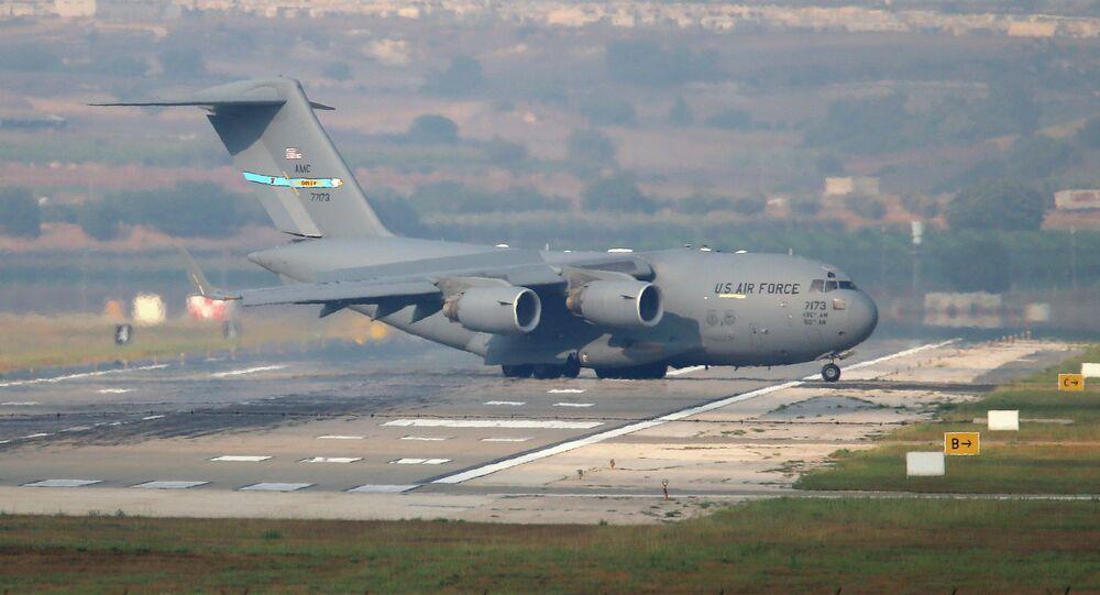 Avião de transporte dos EUA na base aérea da OTAN em Incirlik, na Turquia