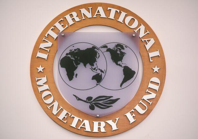 Emblema do Fundo Monetário Internacional na sede da organização em Washington, 30 de novembro de 2015