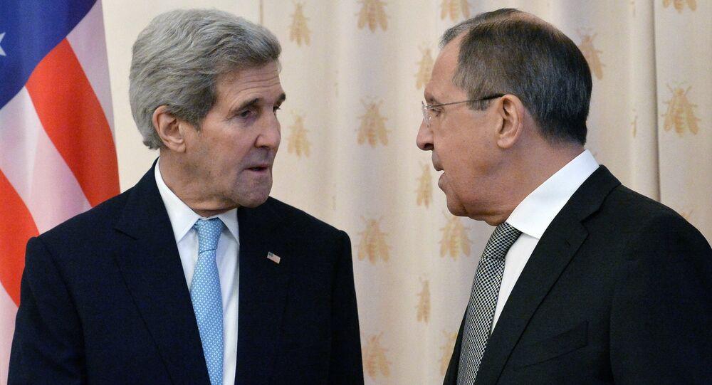 John Kerry e Sergei Lavrov durante encontro em Moscou em 15 de dezembro