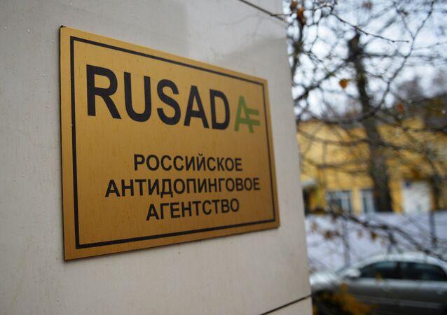 Cartaz no escritório da RUSADA, agência antidoping da Rússia