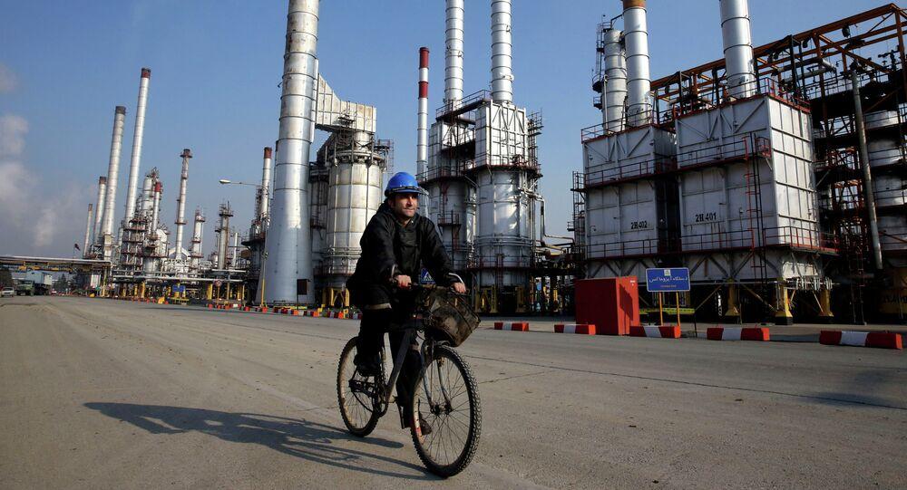 Refinaria petrolífera no sul de Teerã