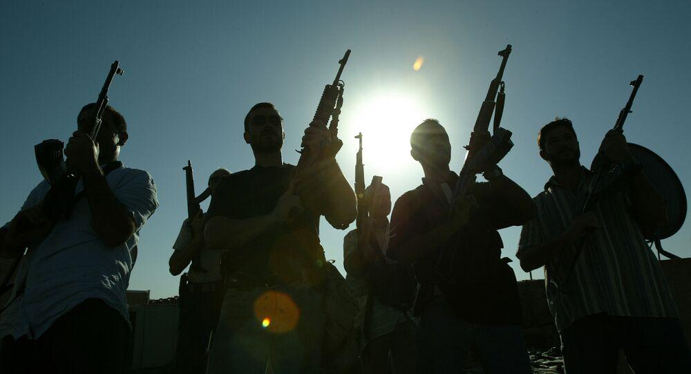 Mercenários contratados por uma empresa de segurança privada posam no telhado de uma casa em Bagdá, em setembro de 2007