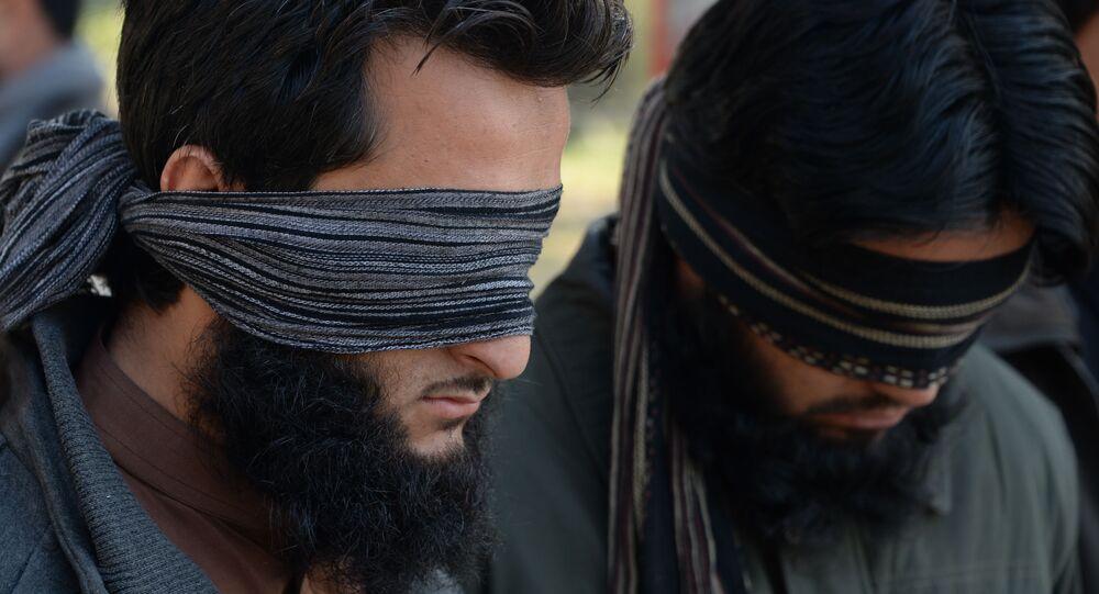 Duas pessoas acusadas de militar nas fileiras do Daesh foram apresentadas à mídia em 20 de janeiro pela polícia da cidade de Jalalabad, na província afegã de Nangarhar
