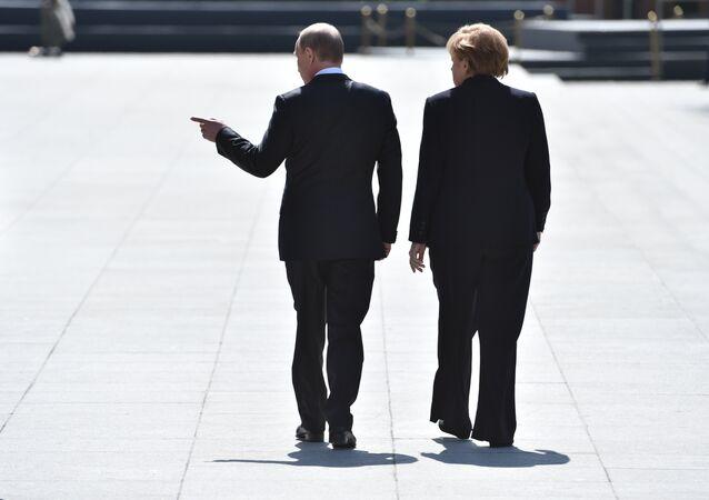 Vladimir Putin e Angela Merkel