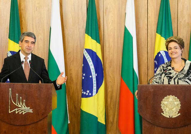 Os Presidentes Rosen Plevneliev e Dilma Rousseff, reunidos em Brasília nesta segunda-feira, 1.