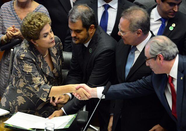 Presidenta Dilma Rousseff cumprimenta Eduardo Cunha na reabertura do Congresso Nacional