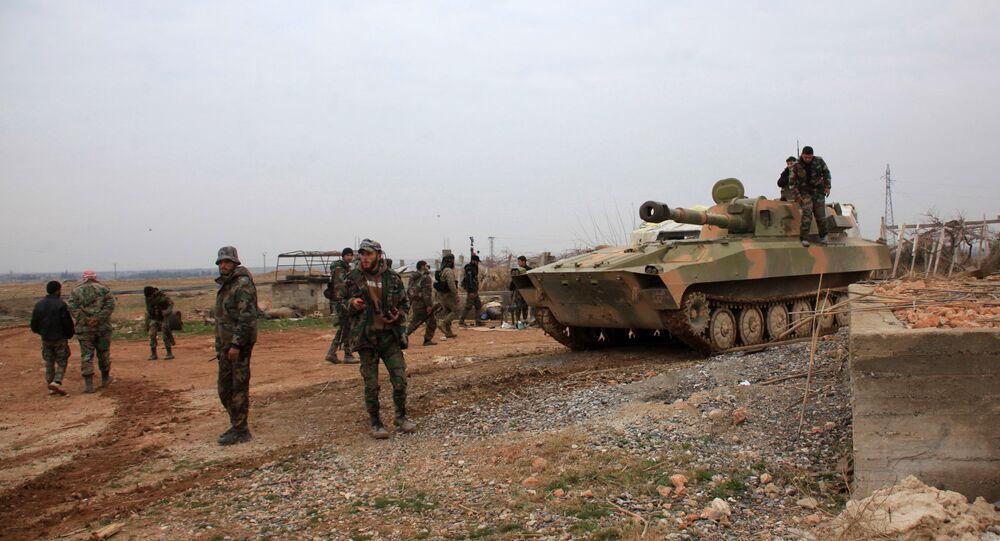 Forças governamentais sírias tomam a posição na vila de Ain al-Beida na província síria de Aleppo, Síria, 13 de janeiro de 2016