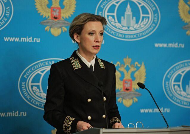 Maria Zakharova, representante oficial do Ministério das Relações Exteriores russo, durante a entrevista coletiva semanal em Moscou, 10 de fevereiro de 2016