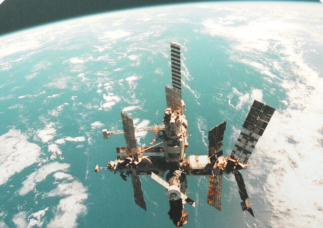Reprodução da estação orbital MIR