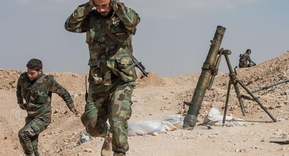 Soldados do Exército sírio nos arredores da cidade de Mhin, Síria, 20 de fevereiro de 2016