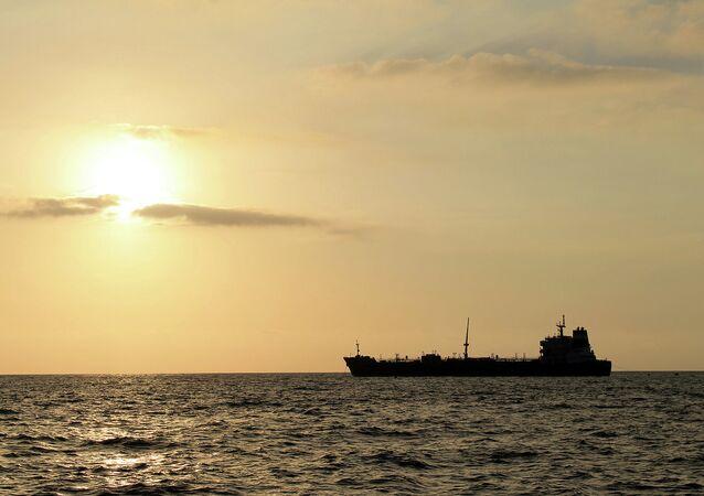 Embarcação do grupo francês Bourbon foi resgatada com 10 tripulantes