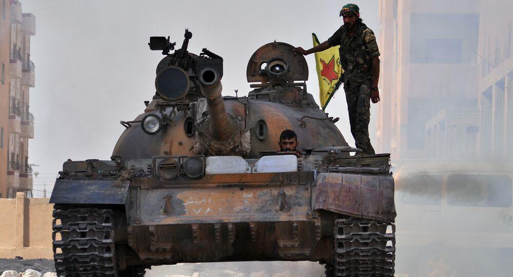 Soldados das Unidades de Proteção Popular curdas (YPG) no Curdistão Sírio