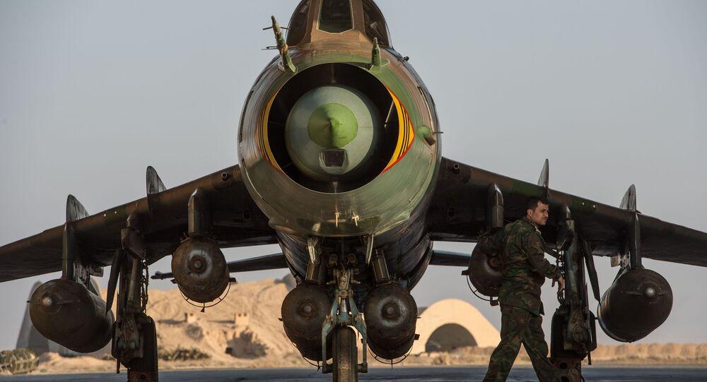 Avião Su-22 na base da Força Aérea síria na província de Homs, Síria, 21 de fevereiro de 2016