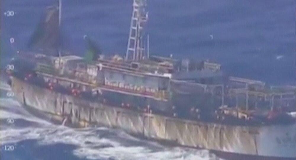 Uma vista aérea de um navio de pesca de bandeira chinesa, na costa atlântica da Argentina nesta imagem tirada de vídeo, 14 de março de 2016