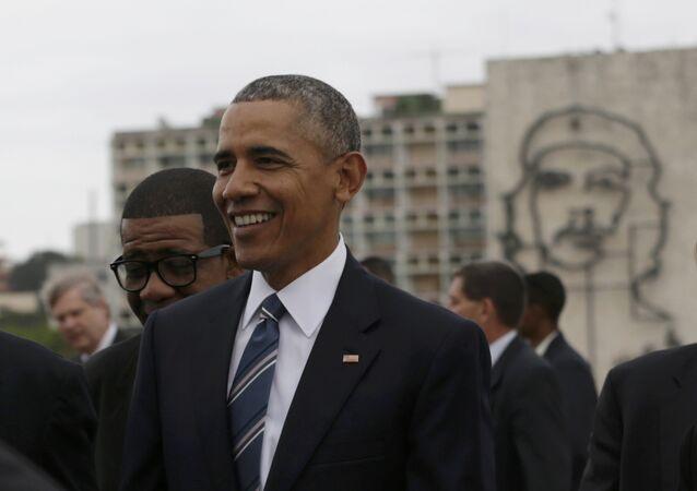 Presidente dos EUA Barack Obama é fotografado com monumento a Che Guevara
