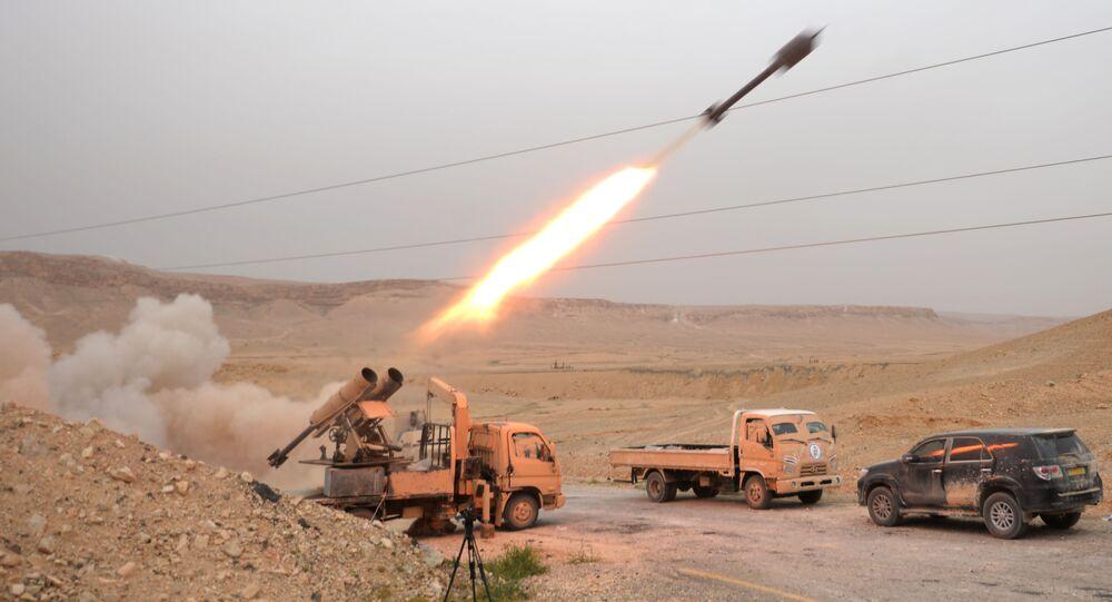 Os combates ainda continuam, e as forças governamentais, junto com a milícia popular síria, atacam as posições dos terroristas