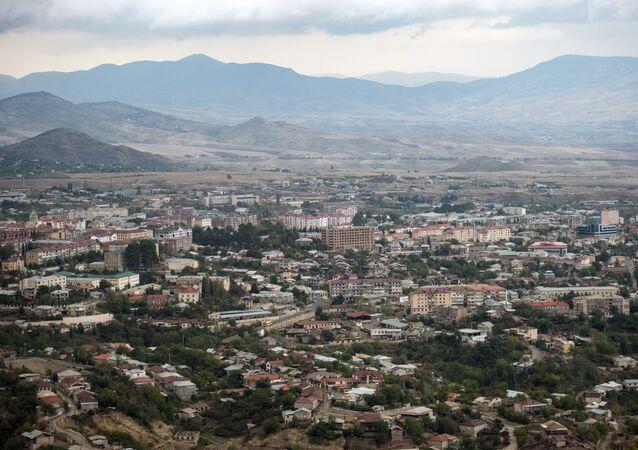 Cidade de Stepanakert da autoproclamada República de Nagorno-Karabakh